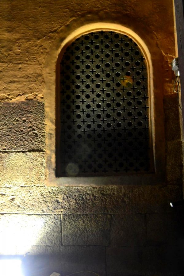 A beautiful Jaali window that can be seen on either sides as soon as you enter the Bangalore fort.